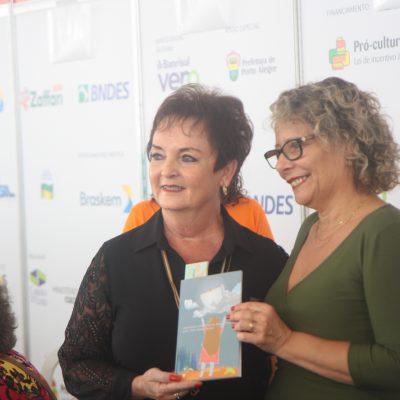 Lançamento de livro do Fogap na Feira do Livro de Porto Alegre